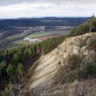Blick von den Reinsbergen, im Hintergrund die Wachsenburg